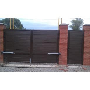 Распашные уличные ворота Alutech размером 3500х2080